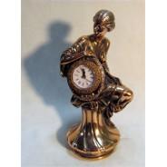 Figura Kobieta z zegarem 76-T1342